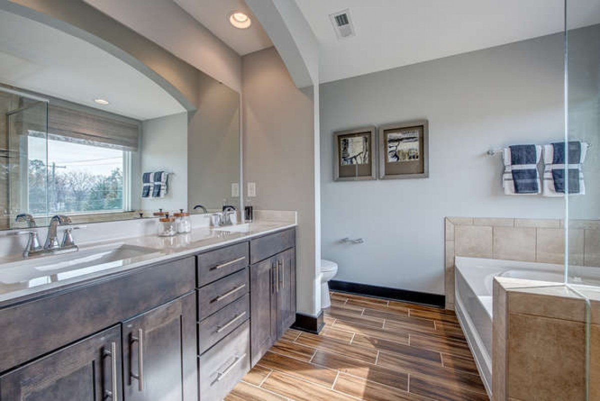 Ashland Master Bathroom