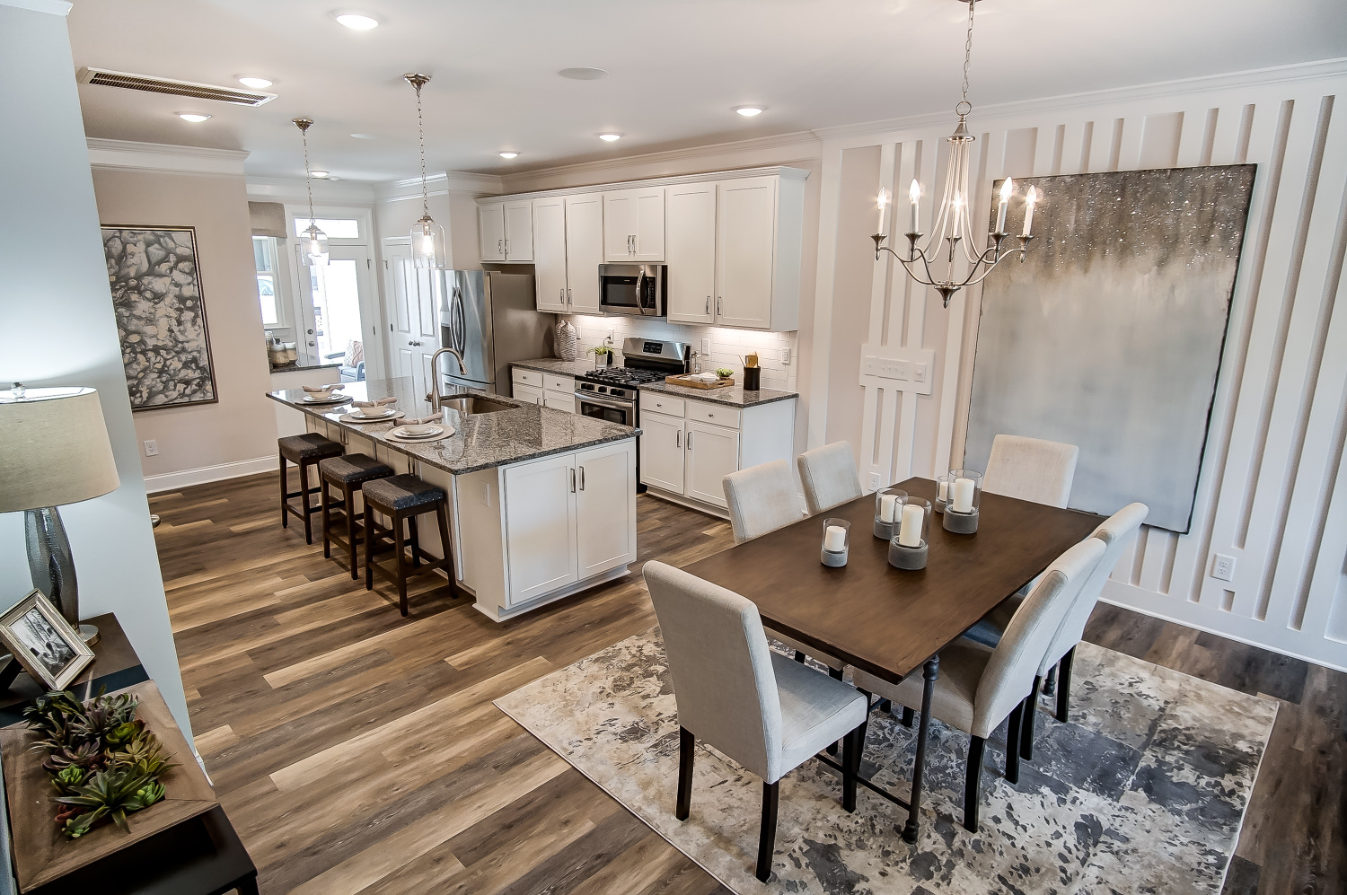Bluffton Townhome Dining Area and Kitchen
