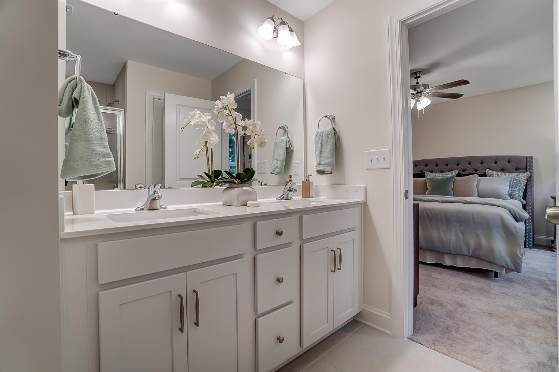 Ashland Owner's Bathroom